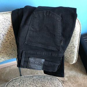Levi's almost brand new black skinny jeans
